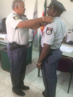 Politie Latour bevordert personeel